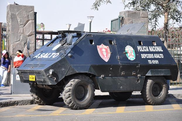 Lima - Ein Panzerwagen der Polizei