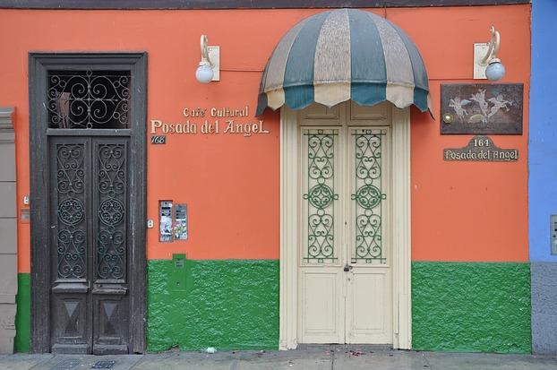 Bunte Hausfassade im Viertel Barranco, Lima