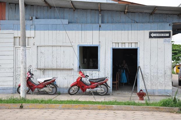 Hausfassade in Puerto Maldonado