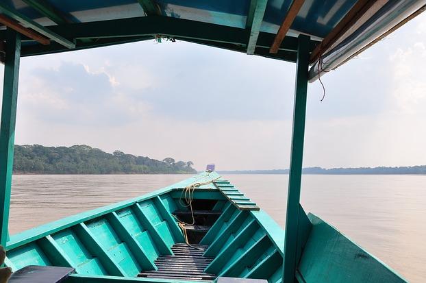 Mit dem Boot auf dem Fluss Madre del Dios