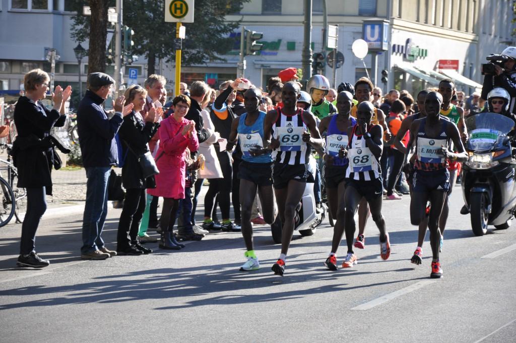 Über 40.000 Läufer nehmen 2015 am Berlin Marathon teil (Bild: MaSan)