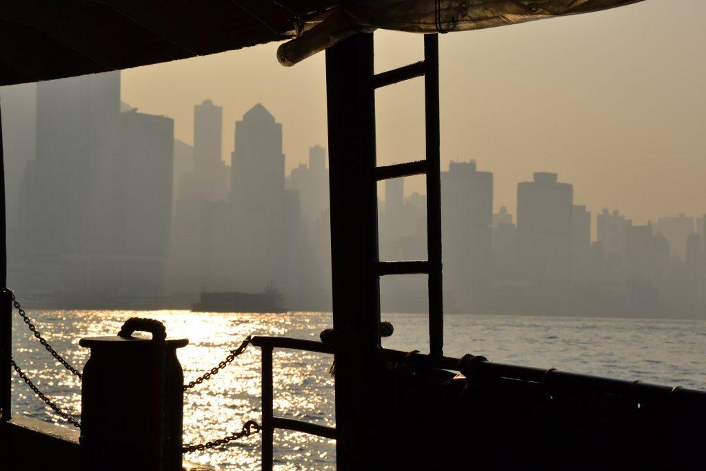 Hongkong von einem Boot aus betrachtet