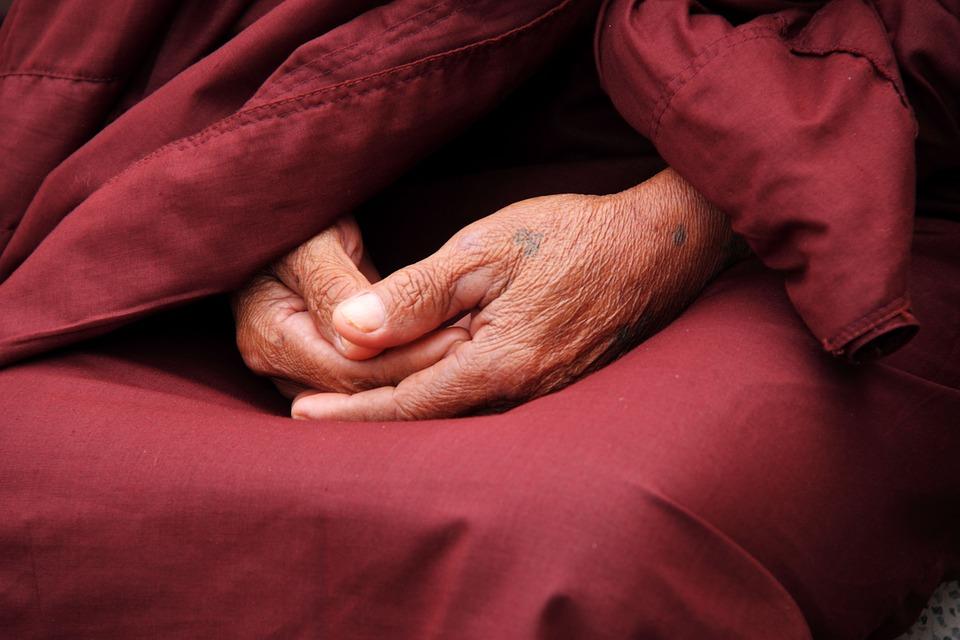 Hände eines Buddhisten