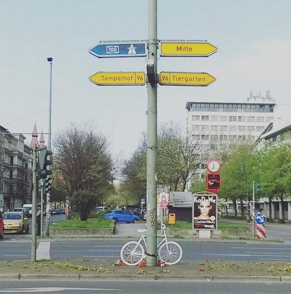 Weißes Fahrrad Berlin